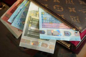 Деньги и кредитные карты